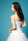 Menina bonita no vestido de casamento no fundo azul Fotos de Stock Royalty Free
