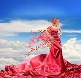 Menina bonita no vestido vermelho imagens de stock