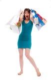 Menina bonita nos sacos azuis aos clientes Imagens de Stock Royalty Free
