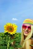 Menina bonita nos vidros com um girassol Foto de Stock Royalty Free