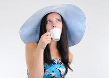 A menina bonita nova bebe o café Fotos de Stock