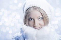 Menina bonita nova com mitten branco Fotos de Stock