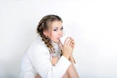 A menina bonita nova em um lenço branco Foto de Stock Royalty Free
