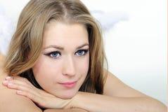 A menina bonita nova um anjo com asas Imagens de Stock Royalty Free
