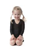 Menina bonita pequena do gymnast fotos de stock