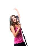 Menina bonita que canta uma canção popular Foto de Stock Royalty Free