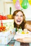 Menina bonita que comemora o aniversário fotos de stock royalty free