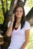 Menina bonita que fala no telefone Foto de Stock Royalty Free