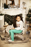 Menina bonita que livra no brinquedo do cavalo Imagem de Stock Royalty Free