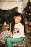 Menina bonita que livra no brinquedo do cavalo Imagens de Stock Royalty Free