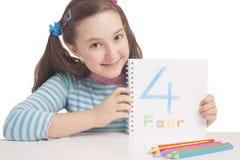 Menina bonita que mostra o número quatro Fotografia de Stock Royalty Free