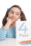 Menina bonita que mostra o número quatro Foto de Stock