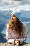 Menina bonita que olha afastado em Noruega fotografia de stock