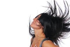 Menina bonita que passa rapidamente seu cabelo fotos de stock royalty free