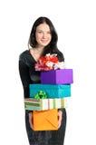 Menina bonita que prende muitas caixas com presentes foto de stock royalty free