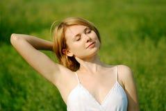 Menina bonita que relaxa Fotografia de Stock