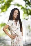 Menina bonita que sorri no parque Imagem de Stock Royalty Free
