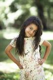 Menina bonita que sorri no parque Foto de Stock