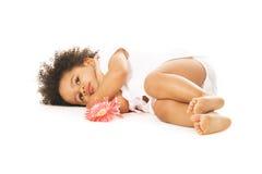 Menina bonita que tem um descanso Imagens de Stock Royalty Free