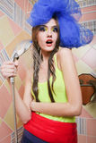 Menina bonita que toma o chuveiro fotografia de stock