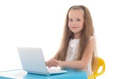 Menina bonita que usa o portátil isolado no branco fotos de stock