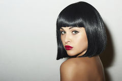 Menina bonita retro da morena Woman.bob Haircut.red lips.beauty fotos de stock