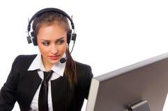A menina bonita trabalha em um computador Fotografia de Stock