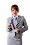 A menina bonita unbuttons uma tecla de um revestimento Fotografia de Stock