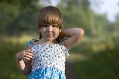 Menina bonita vestido manchado Foto de Stock