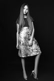 Menina bonito adolescente com o cabelo longo que levanta o retrato da natureza do estúdio Rebecca 36 Imagens de Stock