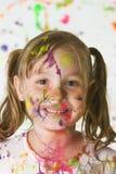 Menina bonito coberta na pintura Fotografia de Stock
