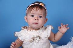 Menina bonito com bizzard cor-de-rosa imagem de stock