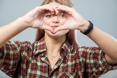 Menina bonito com coração Imagens de Stock Royalty Free