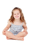 Menina bonito com a criança de três anos que senta-se no assoalho Imagem de Stock Royalty Free