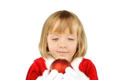 Menina bonito com esfera do Natal Fotografia de Stock