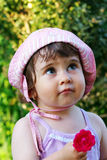 Menina bonito com flor Fotos de Stock Royalty Free