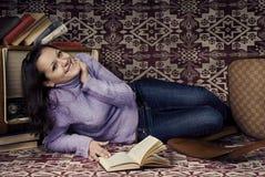 Menina bonito com livros Fotos de Stock Royalty Free