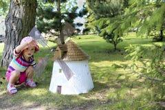 Menina bonito com moinho de vento fotografia de stock royalty free