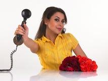Menina bonito com receptor do telefone fotos de stock