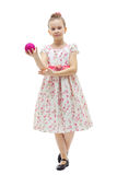 Menina bonito com uma esfera da Natal-árvore fotos de stock