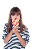 Menina bonito do divertimento que guarda o PNF grande do lolly Imagens de Stock Royalty Free