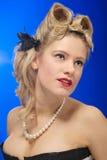 Menina bonito dos anos 50 com penteado do rolo da vitória Imagens de Stock Royalty Free