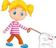 Menina bonito dos desenhos animados que anda com cão Fotografia de Stock Royalty Free