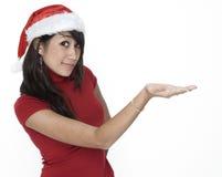 Menina bonito em uma terra arrendada do chapéu de Santa? Imagens de Stock