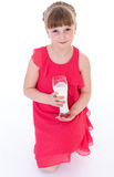 A menina bonito está guardando o vidro grande do leite imagens de stock royalty free