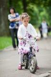 Menina bonito na bicicleta Imagens de Stock Royalty Free