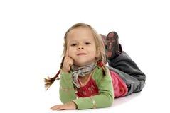 Menina bonito no assoalho   Imagem de Stock