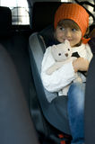Menina bonito no carro fotografia de stock royalty free