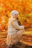 Menina bonito no parque do outono Foto de Stock Royalty Free