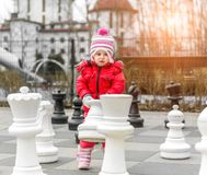 Menina bonito pequena no pl Fotos de Stock Royalty Free